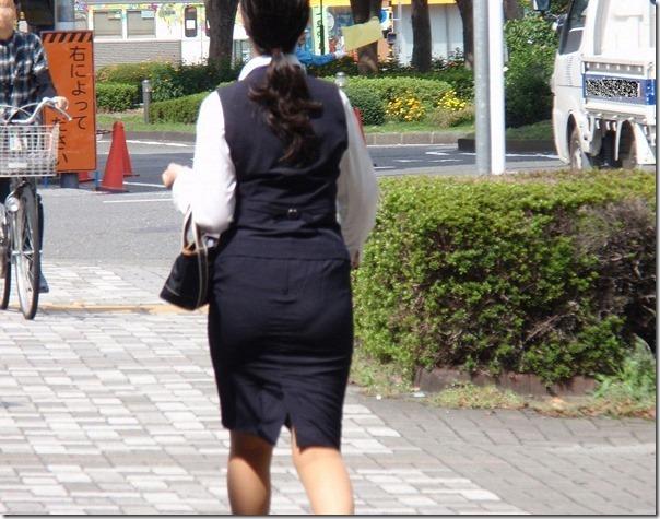 白いタイトスカート多めの巨尻OL盗撮エロ画像7枚目