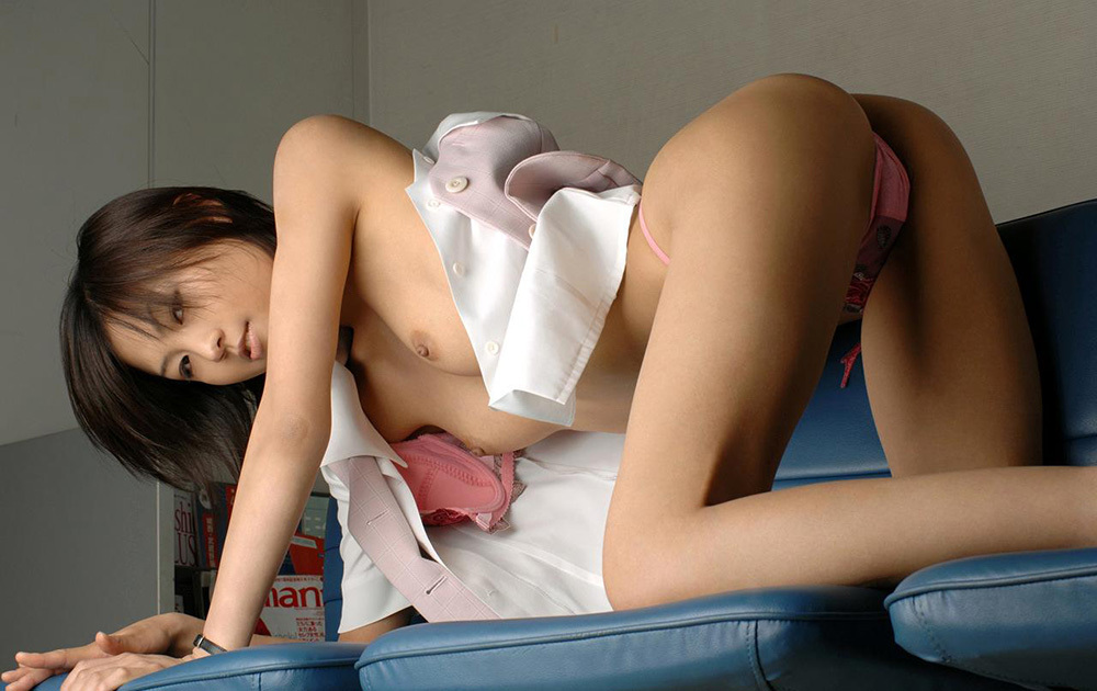 新入社員のロリOLが枕営業で四つん這いエロ画像12枚目