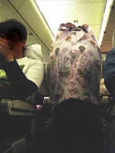 洋物CAが飛行機内で援交ストリップするエロ画像6枚目