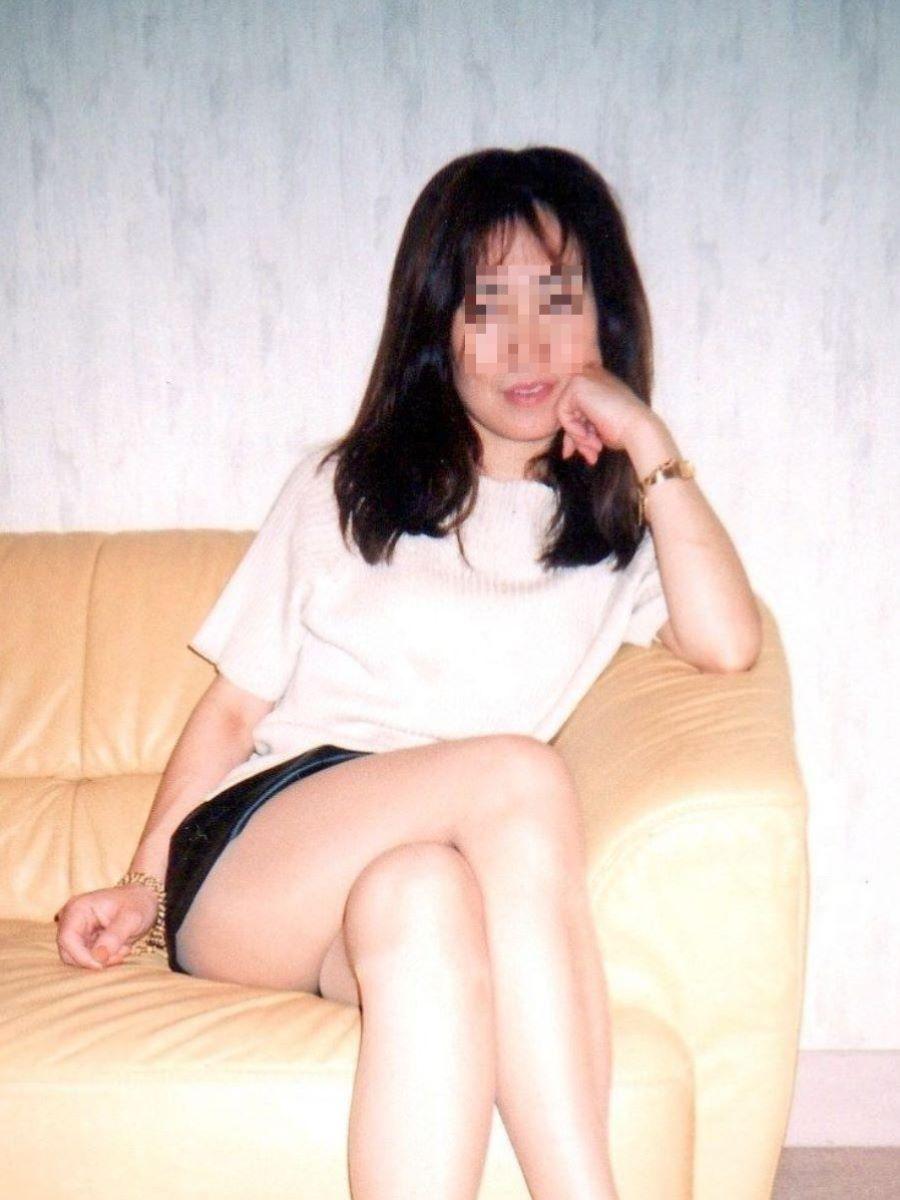 人妻OLが若い部下と不倫したパンスト姿のエロ画像12枚目