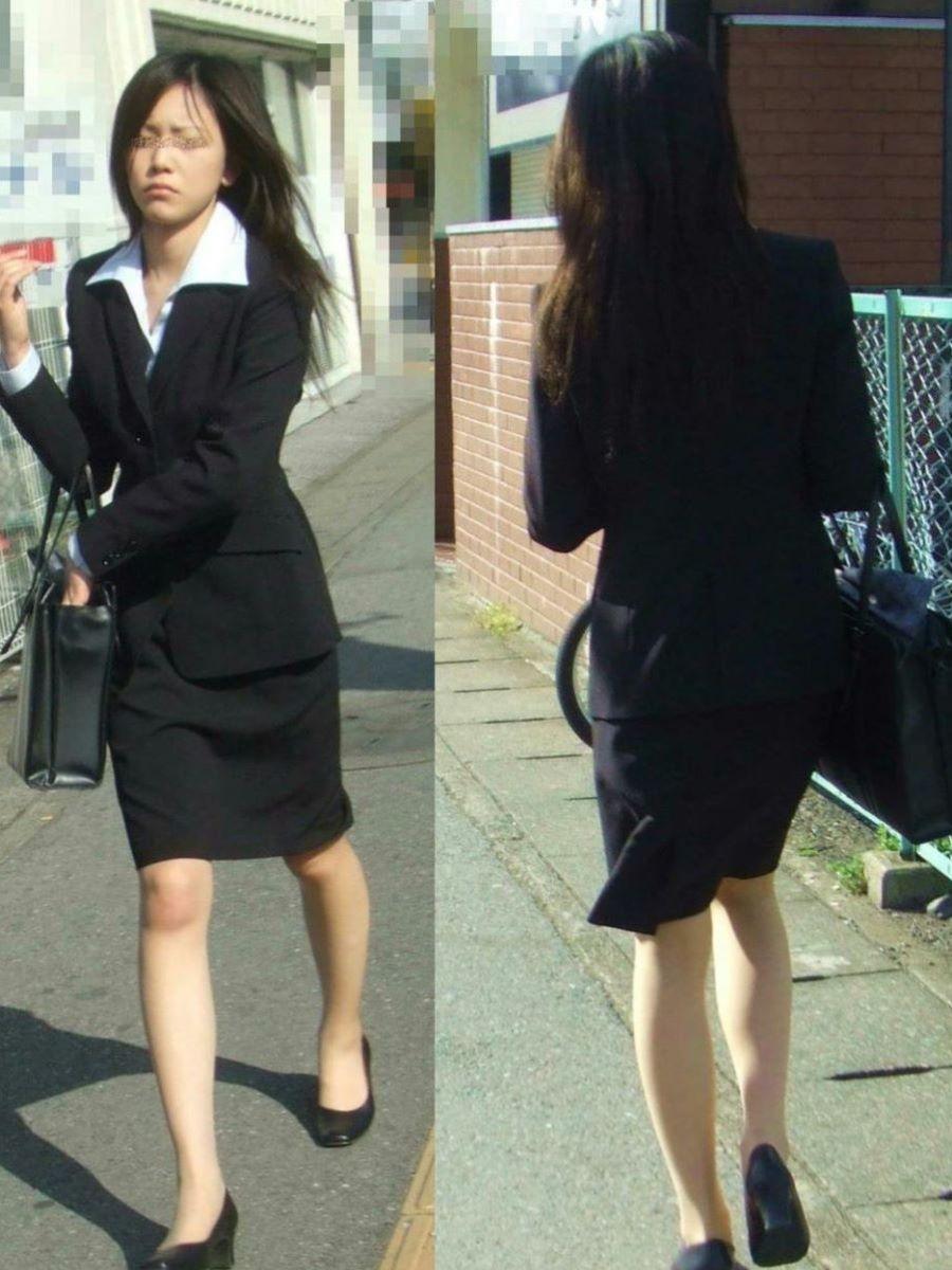 美脚でロングヘアーのタイトスカートOLエロ画像1枚目