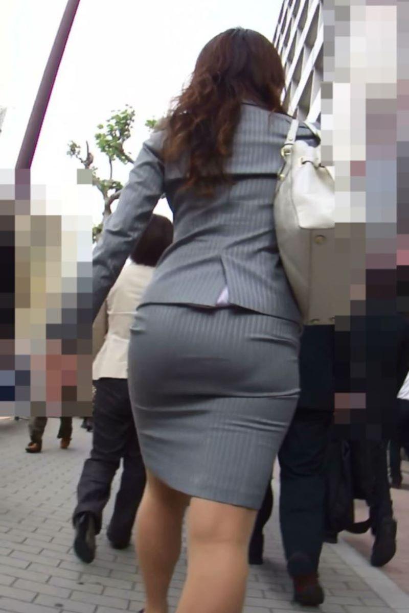 美脚でロングヘアーのタイトスカートOLエロ画像4枚目