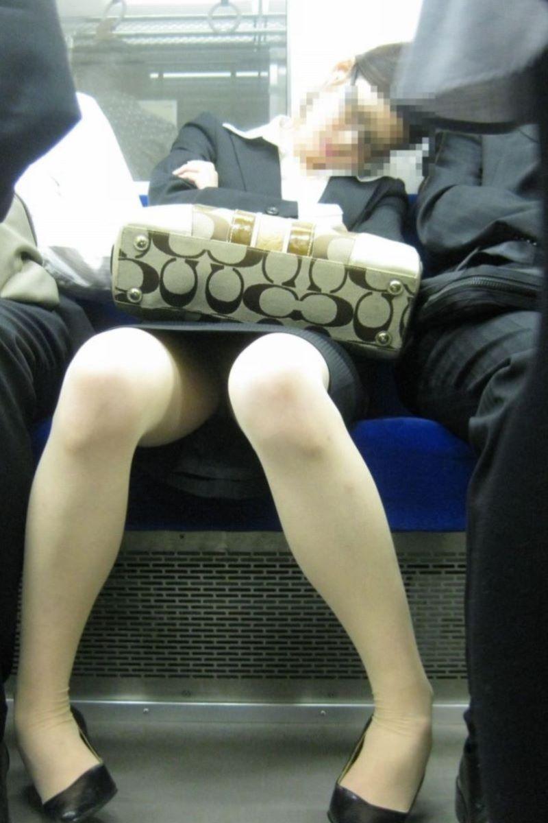 美脚でロングヘアーのタイトスカートOLエロ画像7枚目