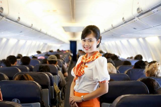 乗客にトイレで援交を誘う海外洋物CAのエロ画像6枚目