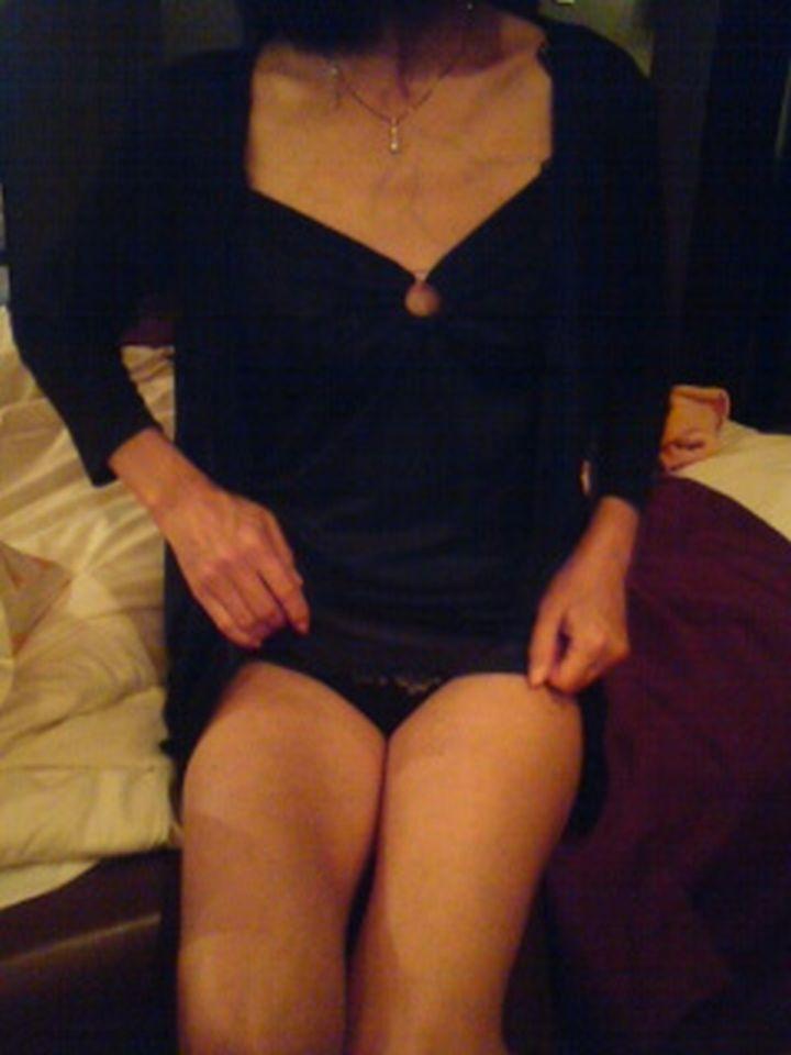 バツイチ子持ちの事務のおばさんOLの下着姿画像10枚目
