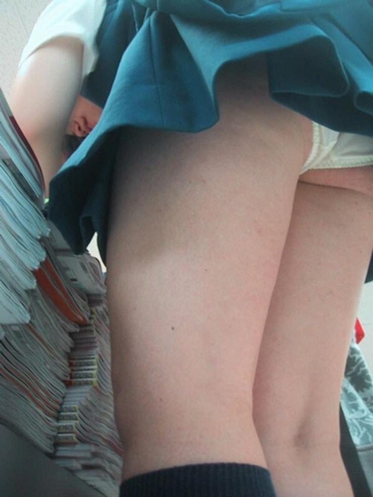 四六時中狙われているタイトスカート盗撮エロ画像7枚目