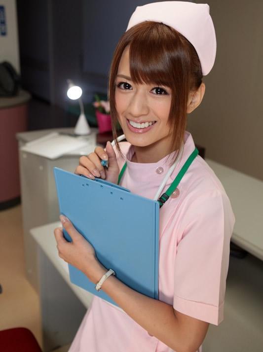 手袋手コキで患者を無理矢理搾精する白衣ナース画像6枚目