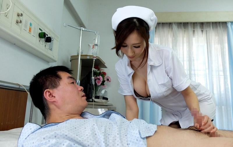 手袋手コキで患者を無理矢理搾精する白衣ナース画像8枚目