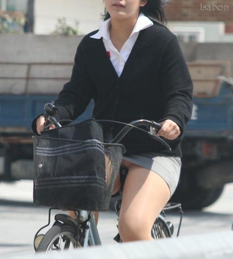 清楚でクールなOLの自転車タイトスカートエロ画像9枚目