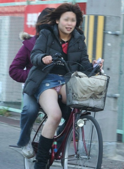 清楚でクールなOLの自転車タイトスカートエロ画像15枚目
