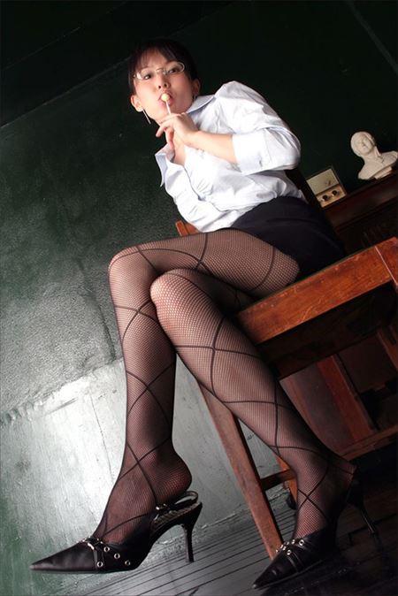 巨乳を開けさせた淫乱女教師の誘惑授業エロ画像10枚目