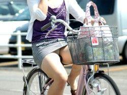 ヤンキー気味なガラの悪い自転車OLの三角盗撮画像2枚目