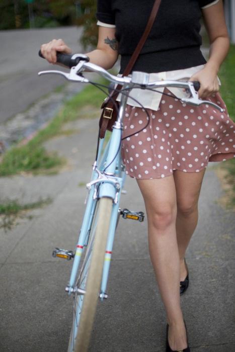 わざと露出自転車をしてくれる淫乱OLのエロ画像6枚目