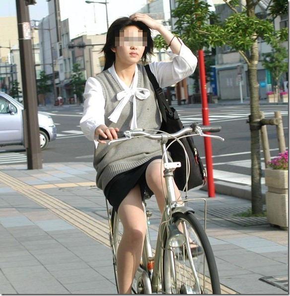 わざと露出自転車をしてくれる淫乱OLのエロ画像9枚目