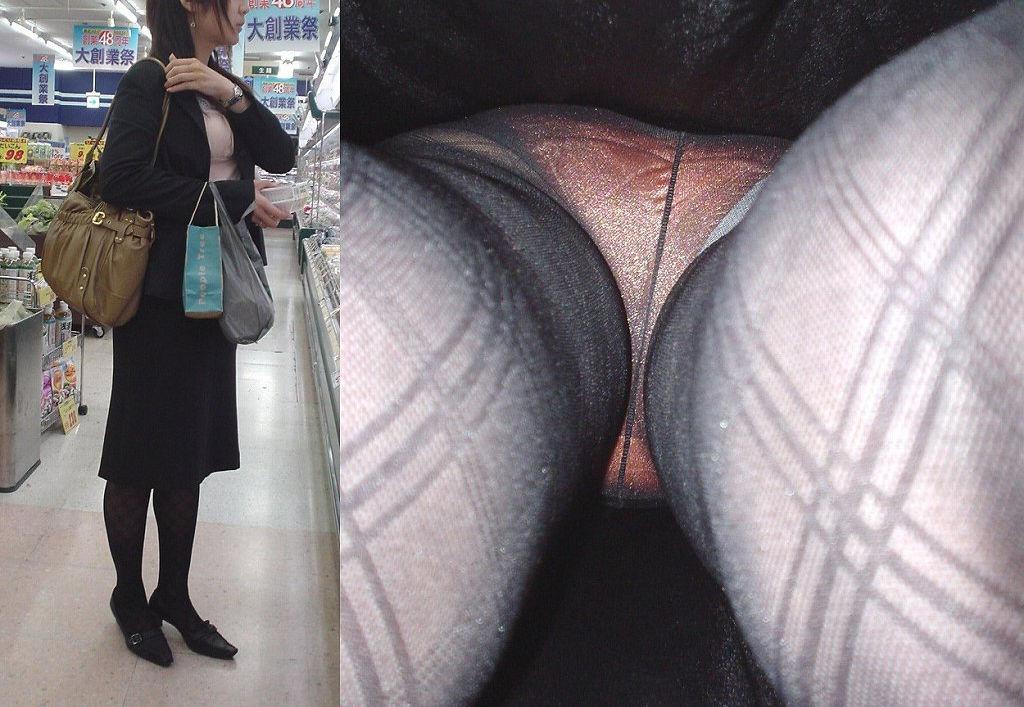 靴カメで逆さ盗撮されたOLタイトスカートエロ画像15枚目