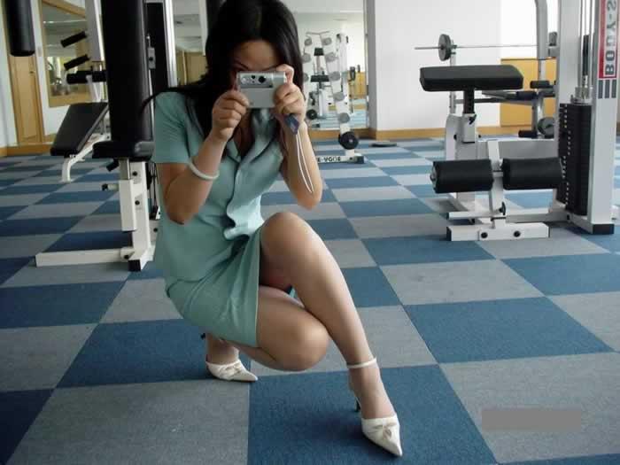 タイトスカートとスリムな膝下美脚OLのエロ画像9枚目