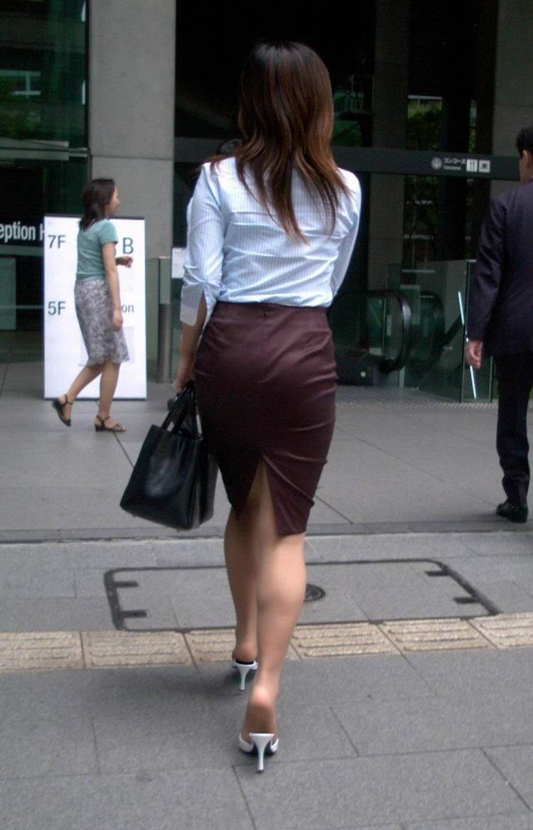 パンティラインが透けるように白を履く淫乱OL画像5枚目