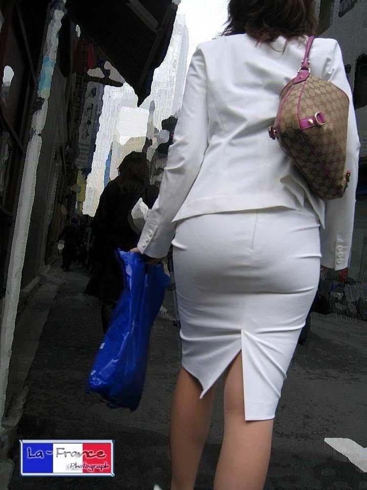 パンティラインが透けるように白を履く淫乱OL画像11枚目