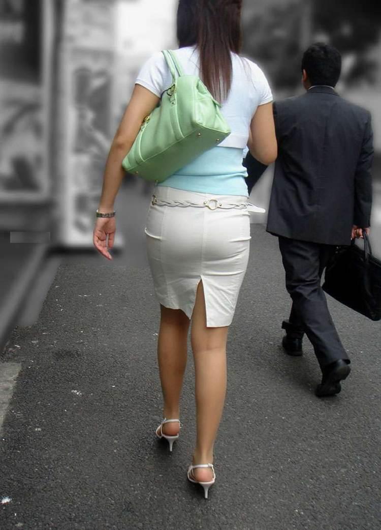 パンティラインが透けるように白を履く淫乱OL画像12枚目