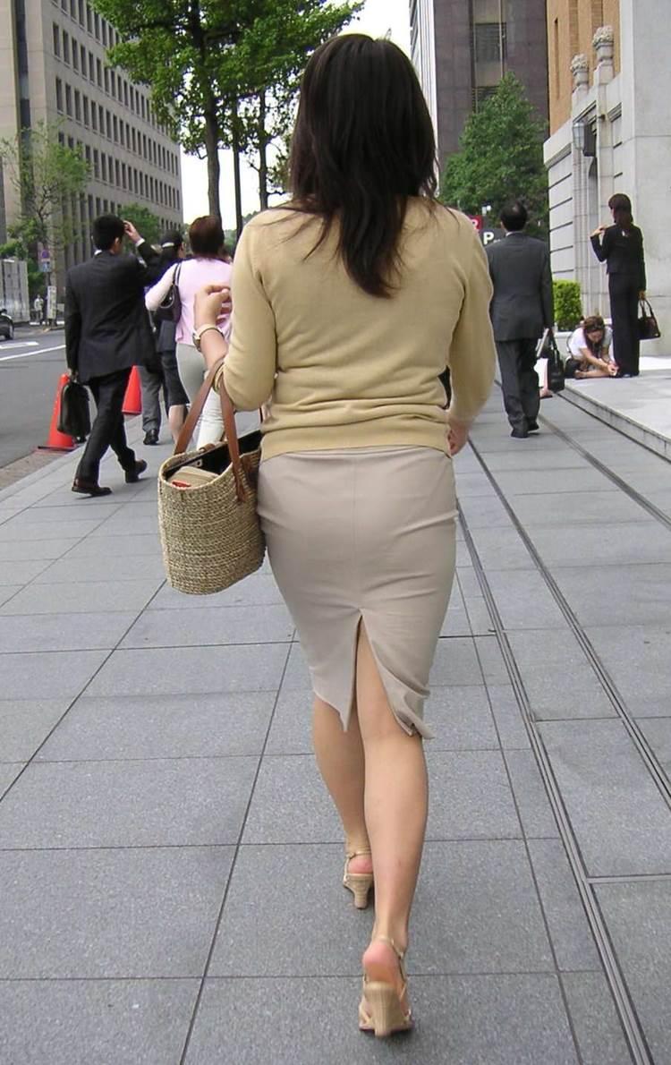 パンティラインが透けるように白を履く淫乱OL画像13枚目
