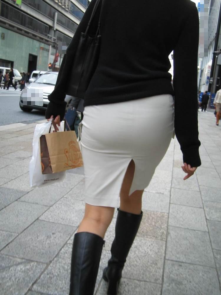 パンティラインが透けるように白を履く淫乱OL画像14枚目