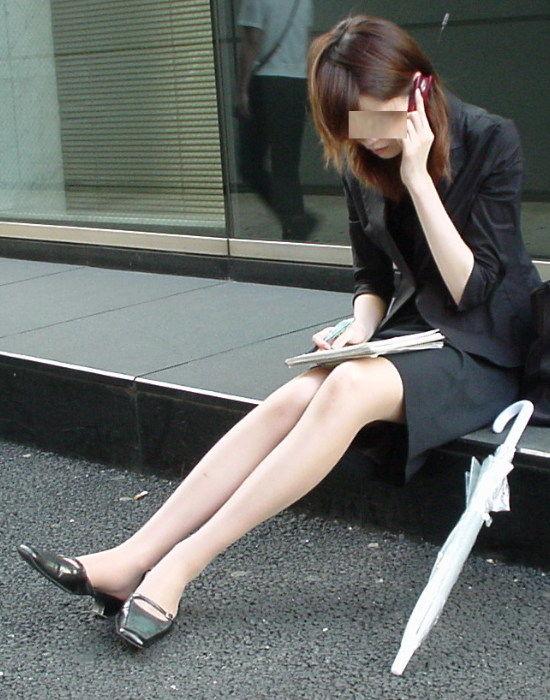 タイトスカートOLの美脚膝下ハイヒールエロ画像6枚目