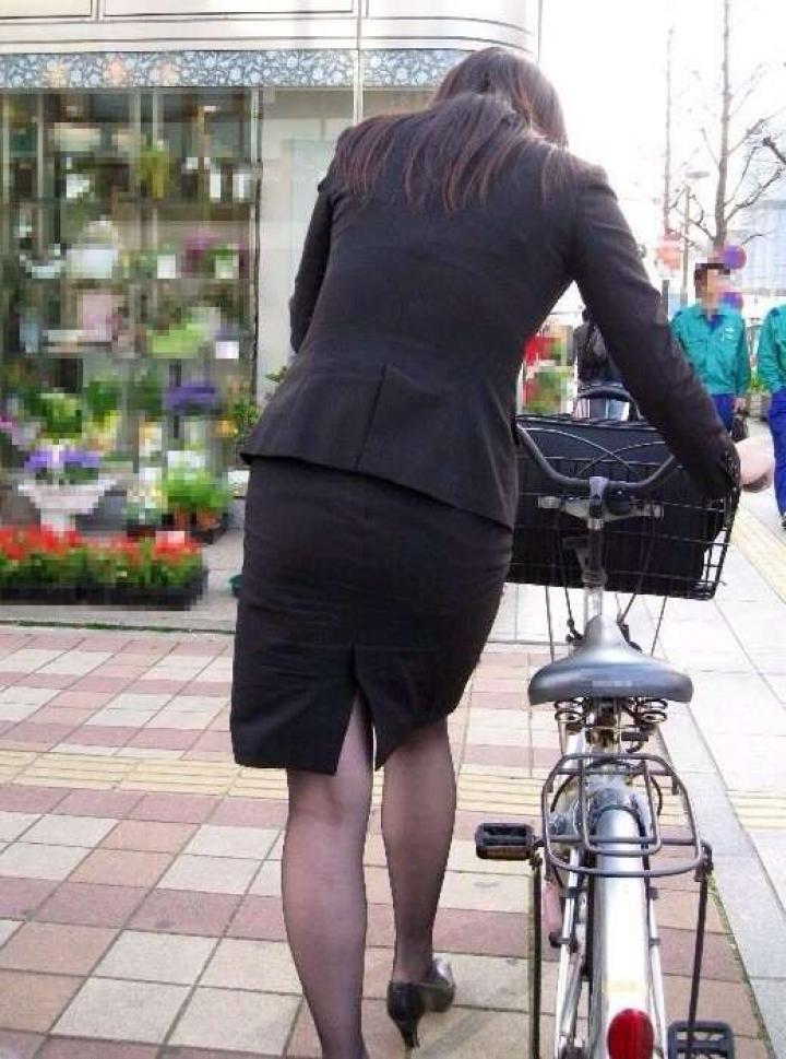 自転車通勤を決めた新人OLのリスクー盗撮エロ画像6枚目
