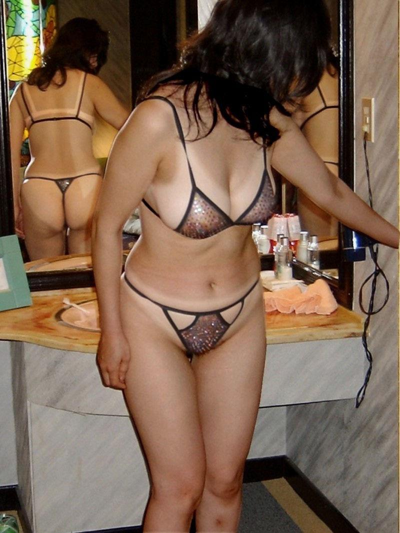 卑猥な下着の着用を求められた熟女OLのエロ画像7枚目