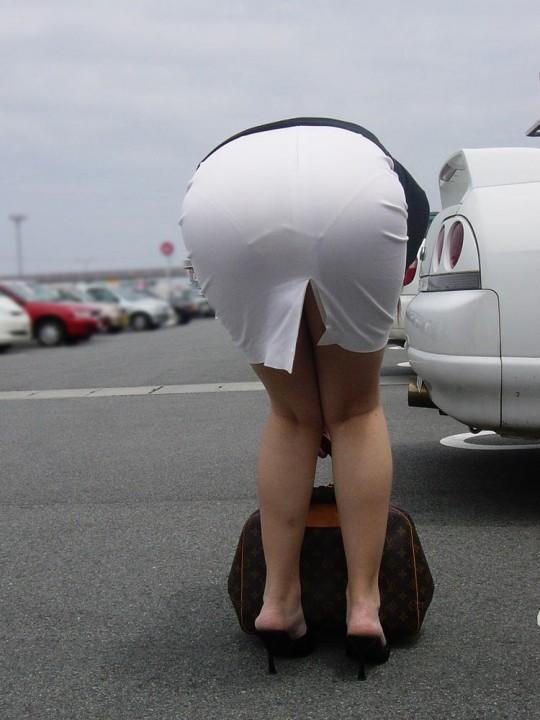OLのタイトスカートや巨尻を盗撮したエロ画像7枚目