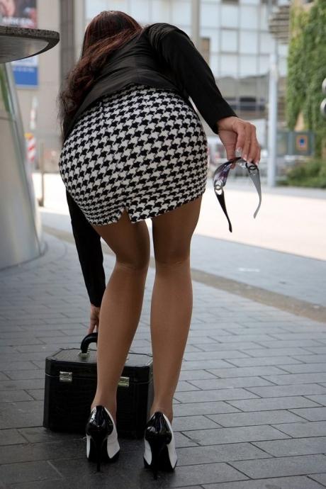 OLのタイトスカートや巨尻を盗撮したエロ画像10枚目