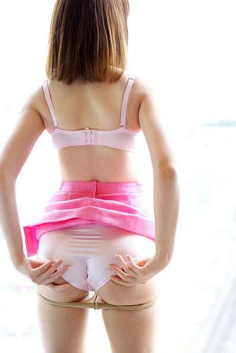 透け透けフルバックパンティを履くスレンダーOL画像6枚目