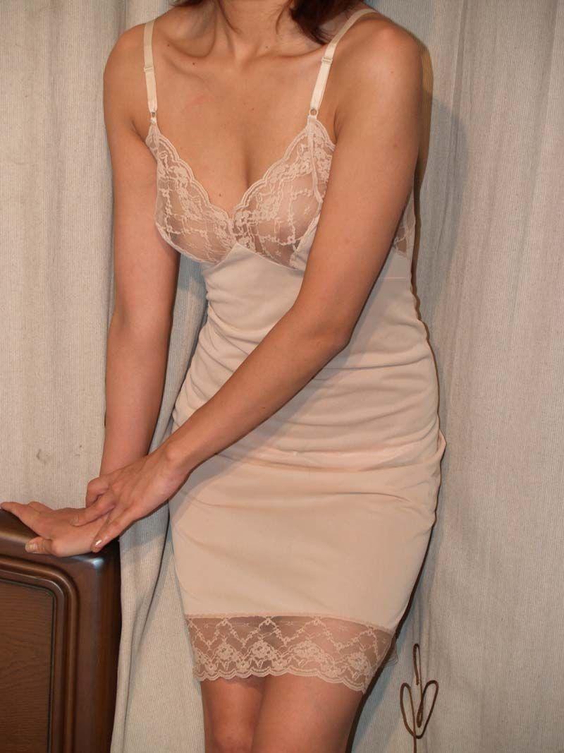 豊満すぎる巨乳の不倫人妻OLの下着姿エロ画像12枚目
