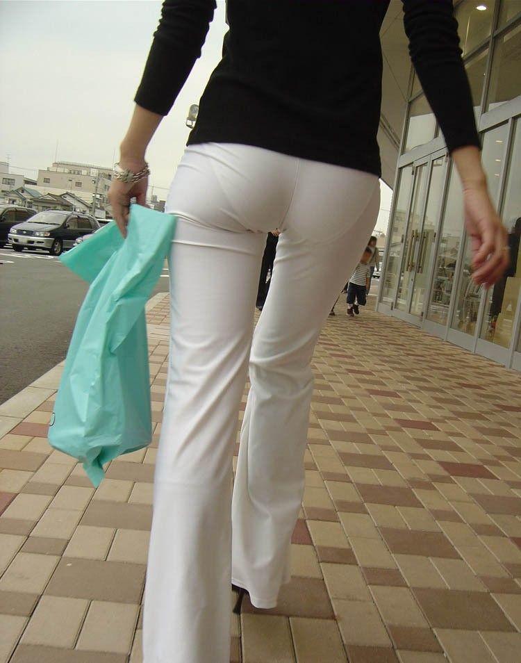 眼前に迫る巨尻OLのタイトスカート盗撮エロ画像5枚目