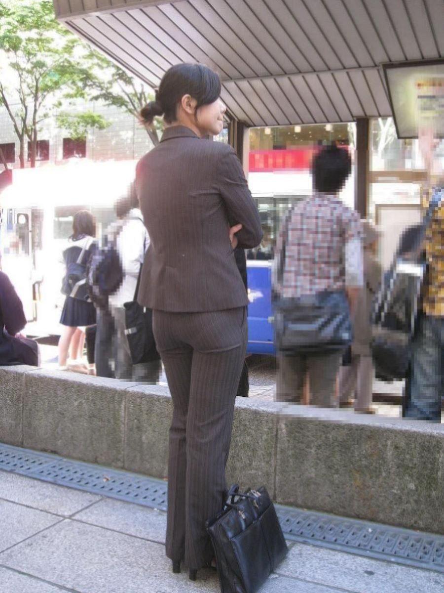 眼前に迫る巨尻OLのタイトスカート盗撮エロ画像8枚目