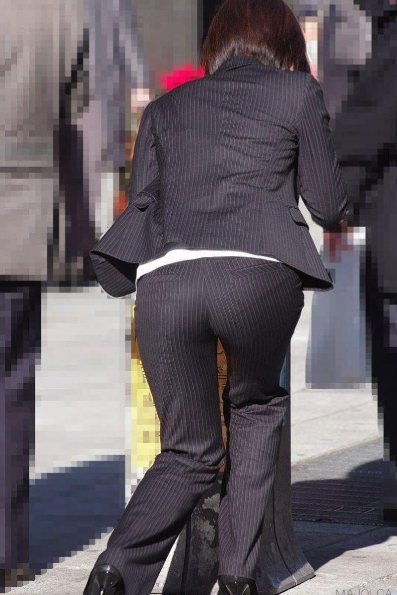 眼前に迫る巨尻OLのタイトスカート盗撮エロ画像16枚目