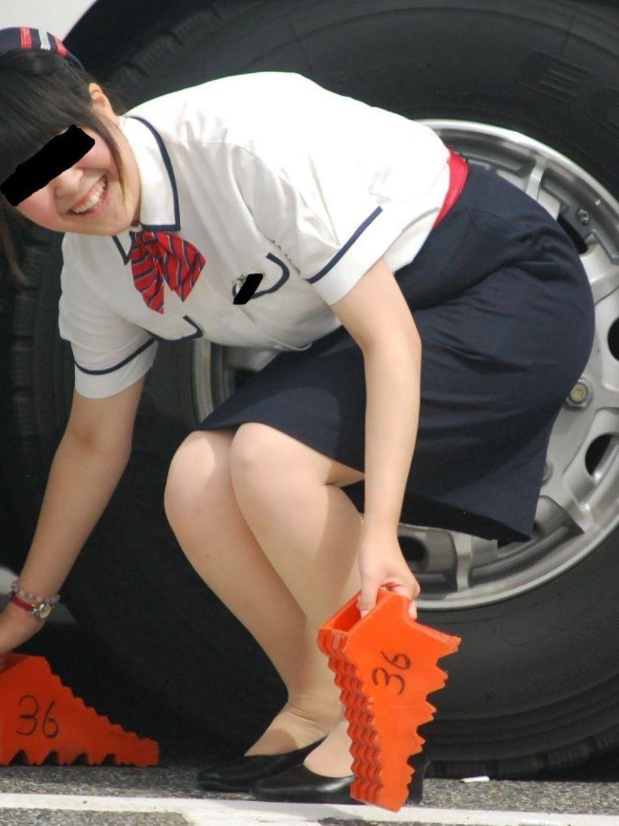 シーズン到来!バスガイドのタイトスカート盗撮画像9枚目