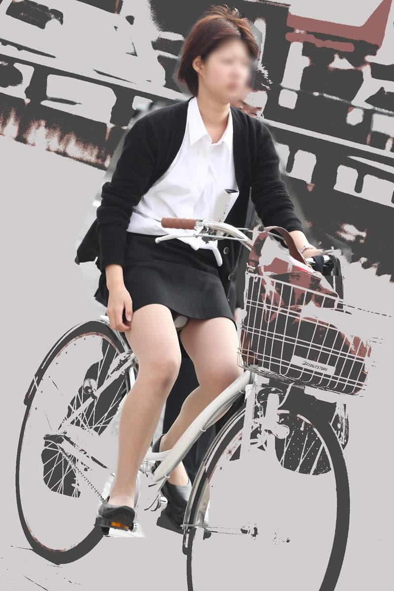 タイトスカートの裏地まで見えてる自転車OL画像10枚目