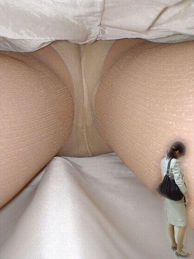 毎日盗撮されているタイトスカート逆さOLエロ画像9枚目