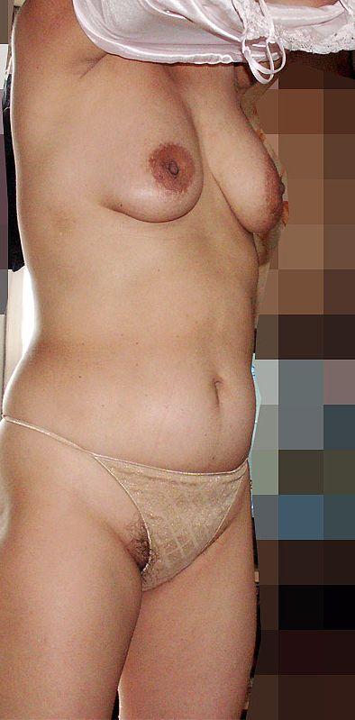 熟れまくったロケット乳と下着姿の保険外交員OL画像2枚目