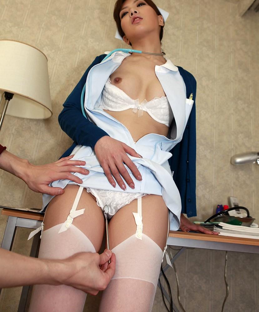 病院内でセックスをしてしまう白衣ナースのエロ画像8枚目